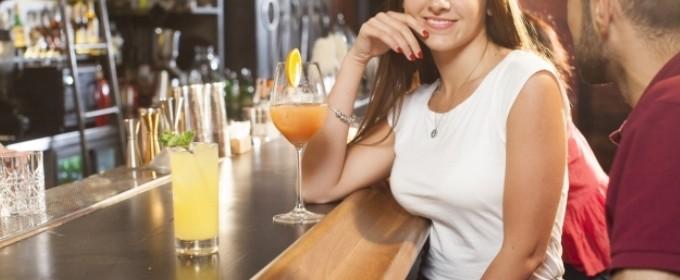 美味しい食事やお酒が好きな女性